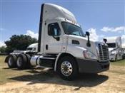 2015 Freightliner Cascadia - Semi Truck