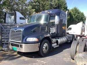 2013 Mack CXU-613 - Sleeper Truck