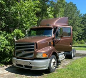 1998 Ford LS9000 - Sleeper Truck