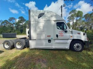 2016 Freightliner CASCADIA CA125SLP - Sleeper Truck