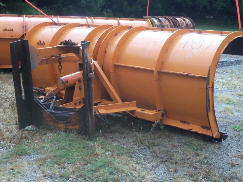 2000 Henke Plow