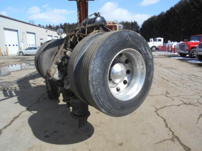 1999 Pusher Axle