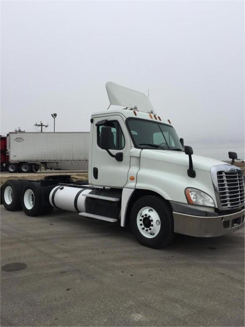 2013 Freightliner CASCADIA 113 | Semi Truck - Racine, WI