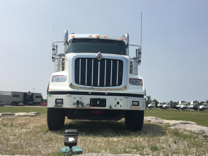2020 International HX620 Sleeper  - Semi Truck